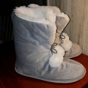 Cuddl Duds Soft but Durable Gray Slipper Booties